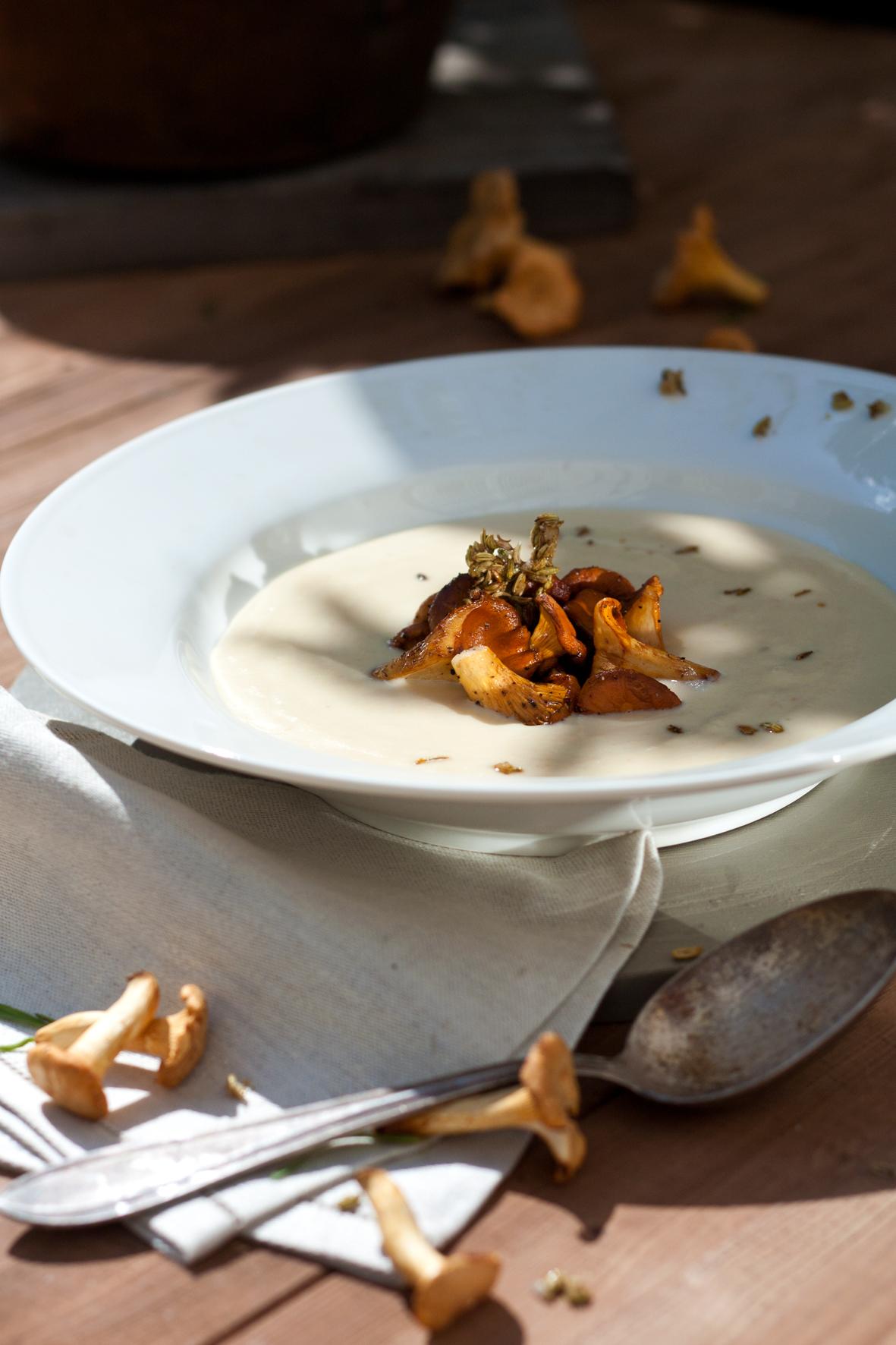 pastinaken aprikosen suppe mit vanille l pfifferlingen und kandierten fenchelsamen foodlovin 39. Black Bedroom Furniture Sets. Home Design Ideas