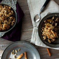 Pflaumen Quinoa Crumble Top