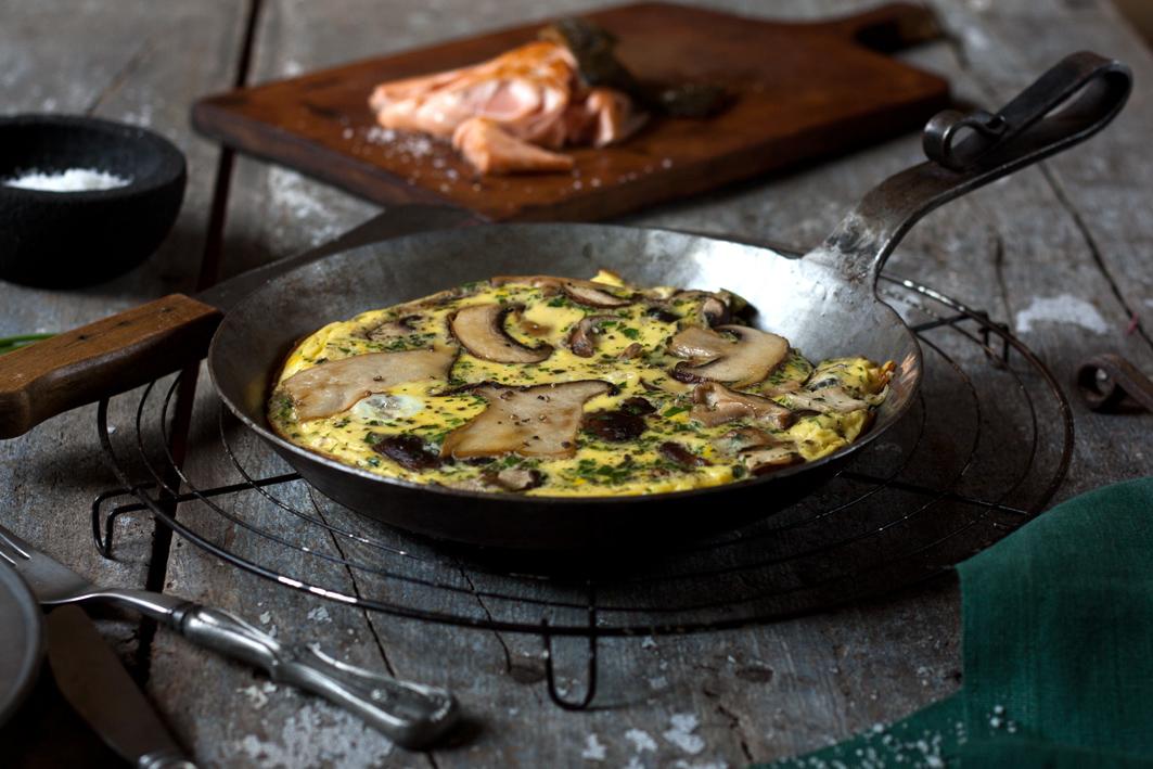 pilz omelette kraeuter lachs brett