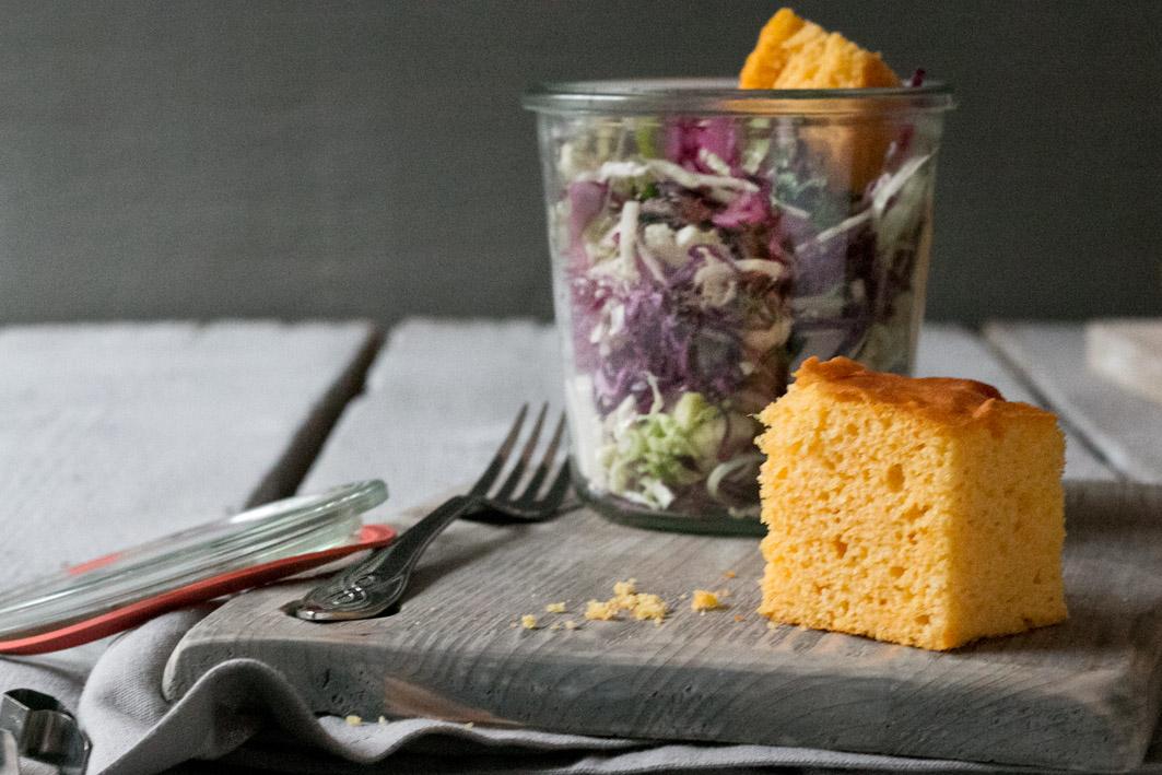 krautsalat mit maisbrot