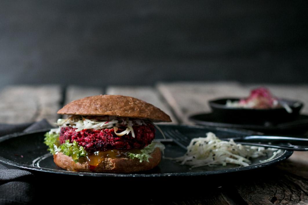 rote bete burger krautsalat