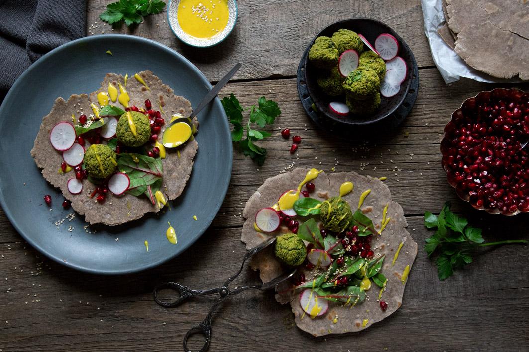 buchweizen wraps mit falafel belegen