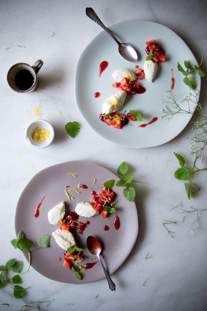 buttermilchmousse mit erdbeeren und zitronen