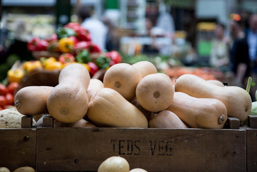 kuerbis auf einem markt stand