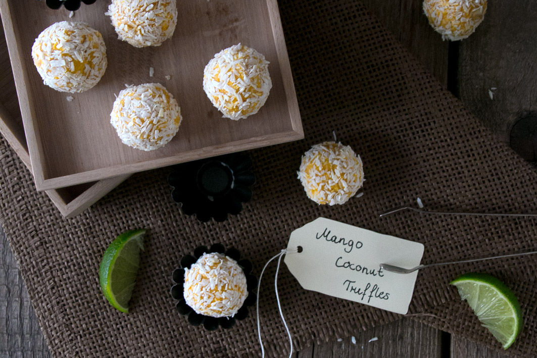 rohkost pralinen aus mango und kokos