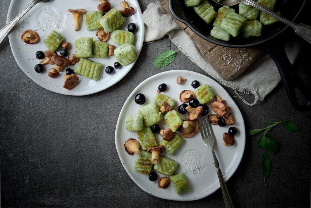 gebratene gnocchi mit pilzen und parmesan schaum