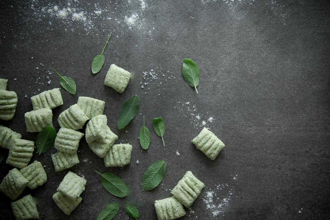 selbst gemachte salbei gnocchi