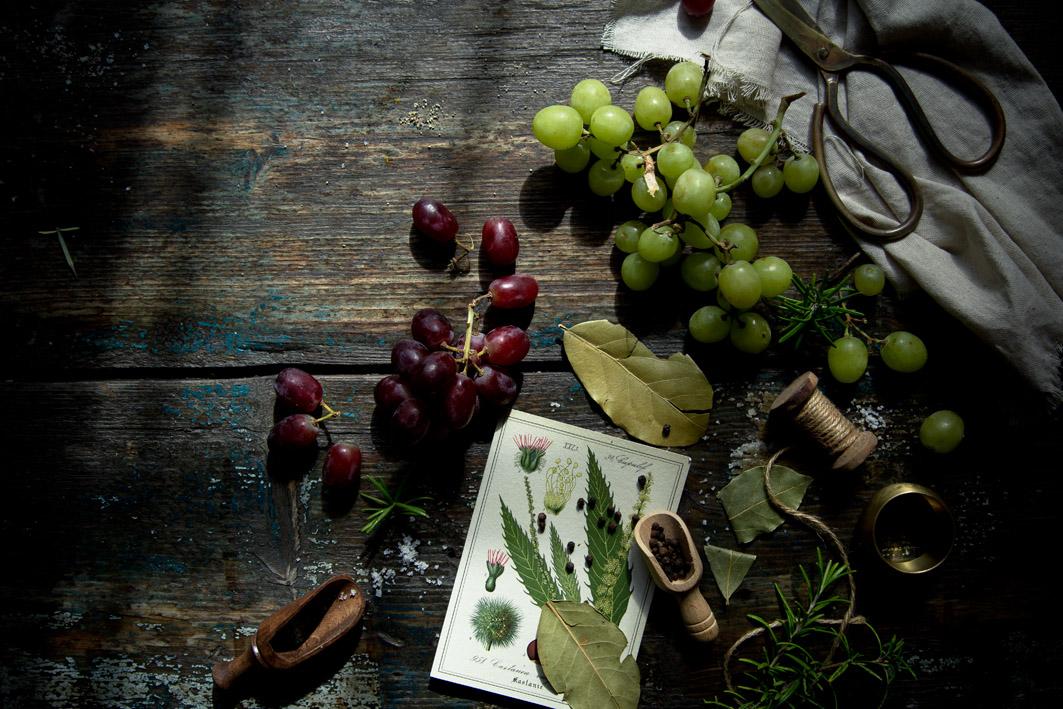 rote und gruene weintrauben