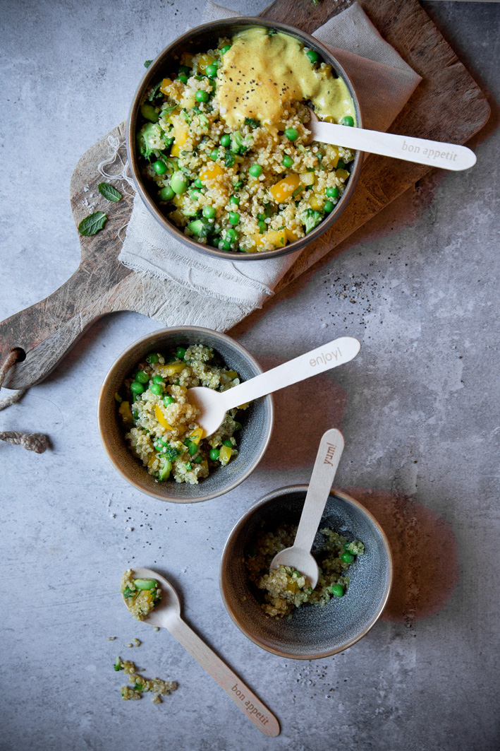 Quinoa mit Curry Joghurt Sauce