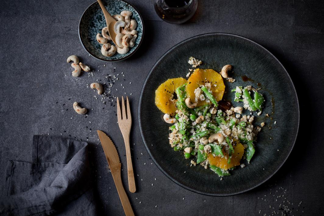 Asiatischer Blumenkohl-Reissalat mit Cashews und Sesam