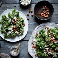 Gesunder Gruenkohlsalat mit Kichererbsen