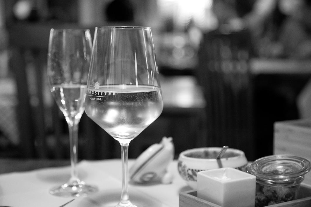 Weinglas im Reinhardts in Duesseldorf