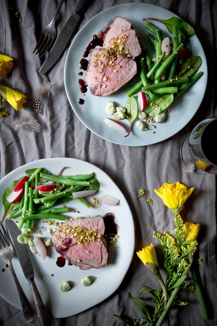 Lammkeule in Rotwein mit Bohnen
