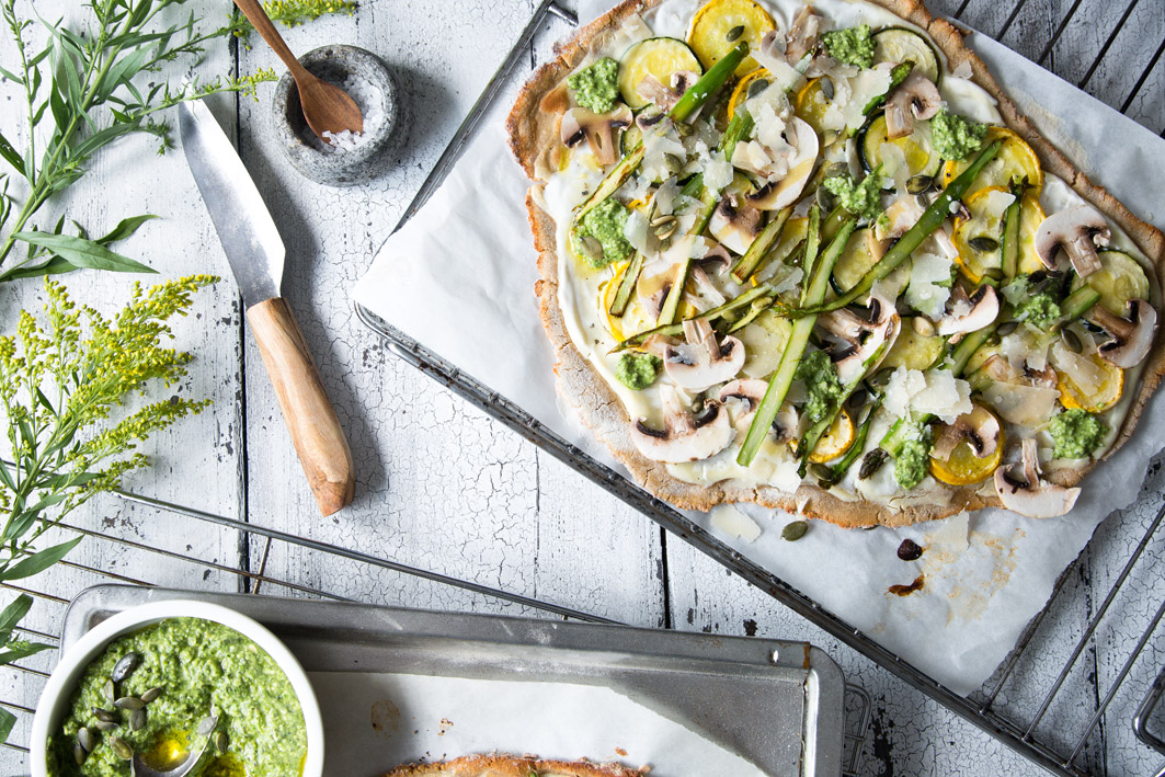 Zucchini Flammkuchen mit Spinatpesto
