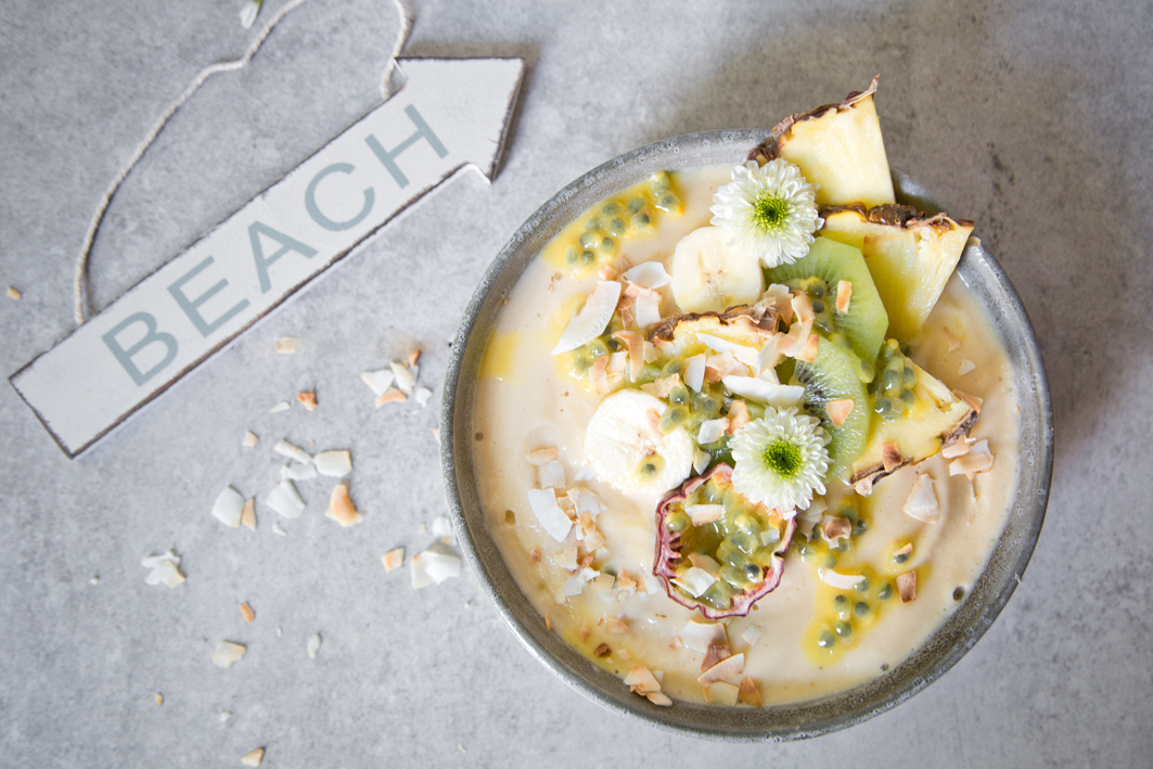 Sommer Smoothie Bowl mit Ananas