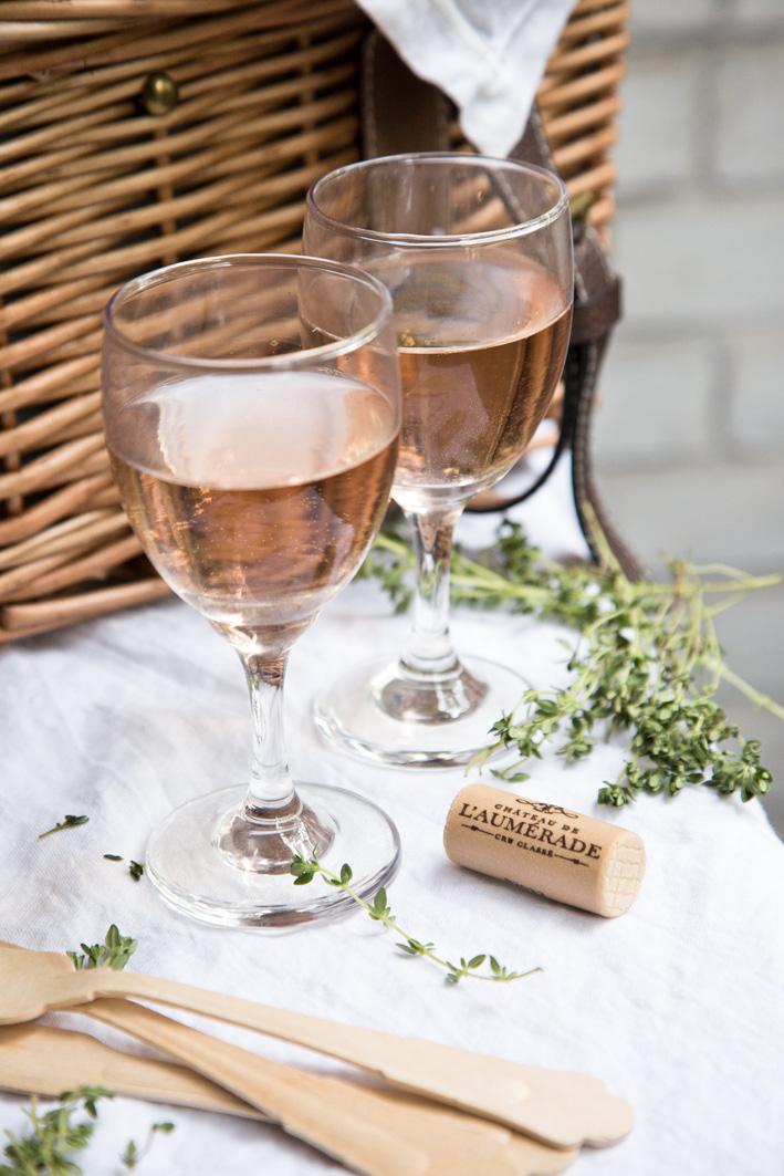 Gläser mit Rosé Wein