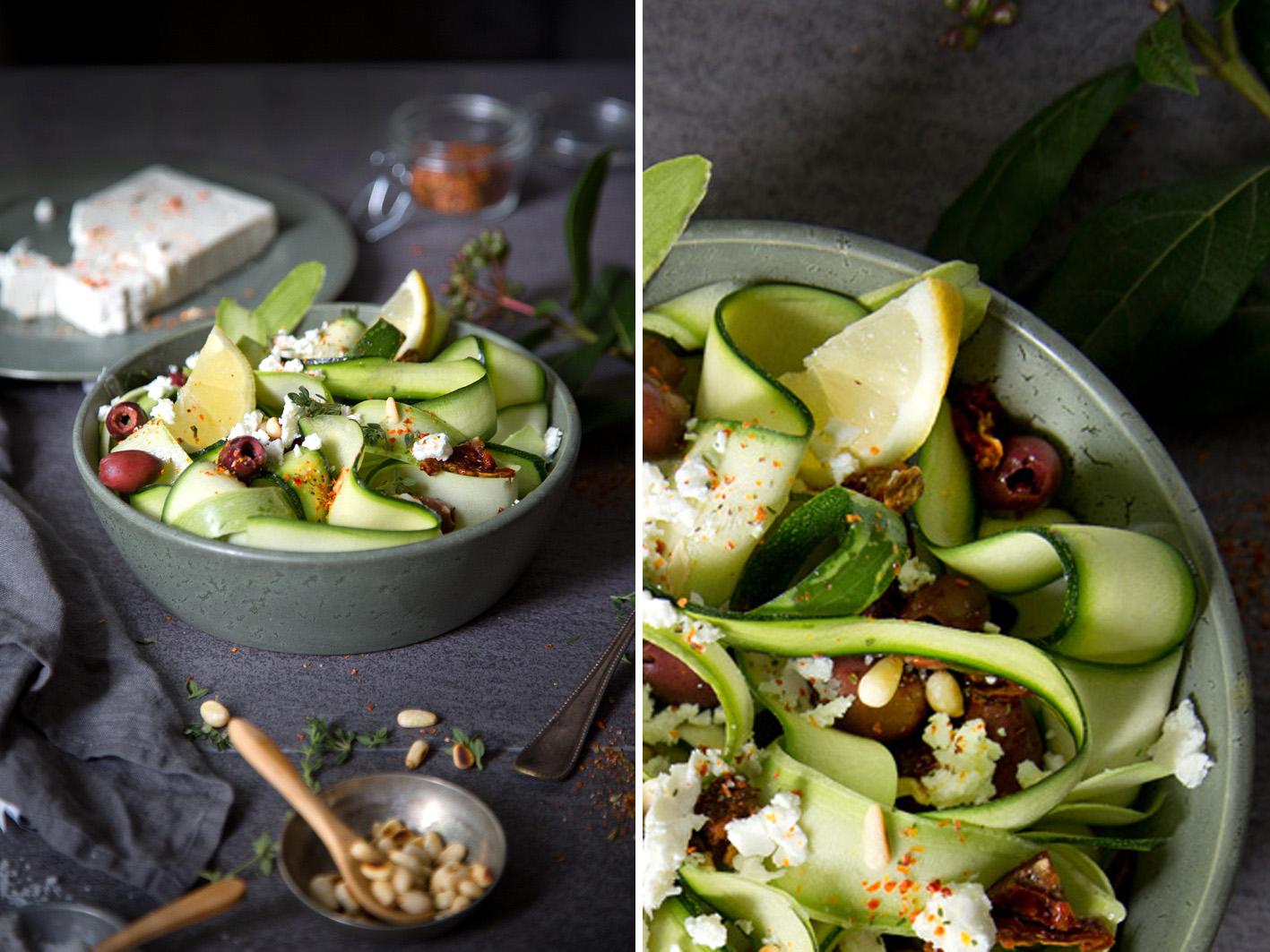 Zucchinisalat roh mit Feta und Pinienkernen
