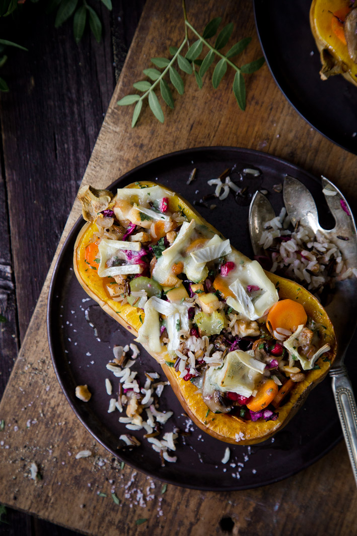 Überbackener Kürbis, gefüllt mit Wildreissalat