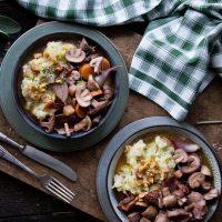 Geschmorter Pilzeintopf mit Kartoffel-Nuss-Püree