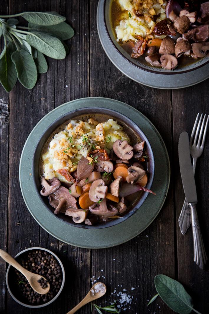 Herbstlicher Pilzeintopf mit Kartoffel-Nuss-Pürree