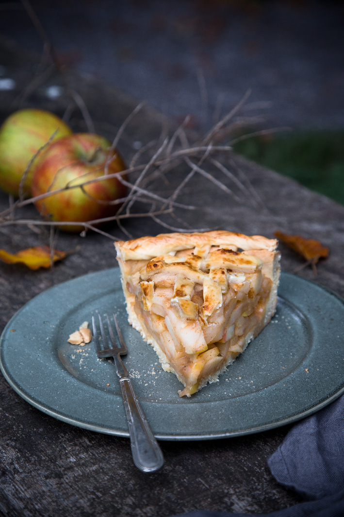 Stück Apple Pie auf Teller