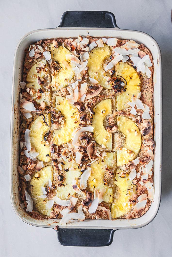 Haferflocken-Frühstücksauflauf mit Ananas und Kokosnuss