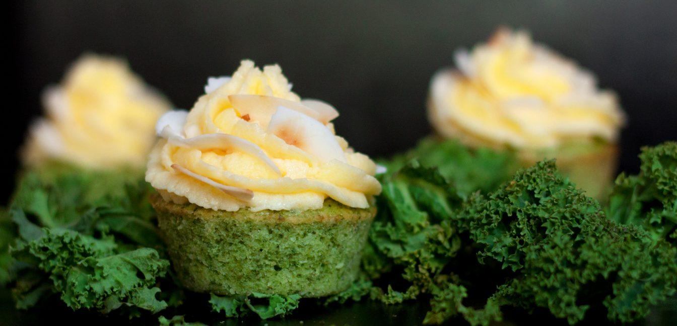 Versüß dir den Montag: mit Ananas Grünkohl Cupcakes