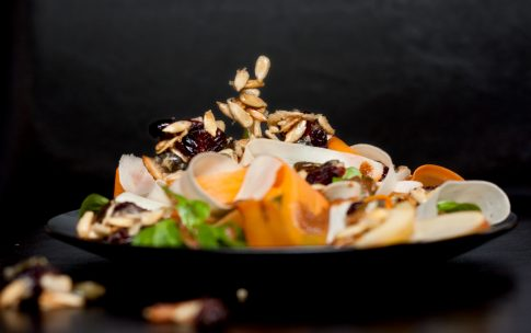 Pastinaken Möhren Salat mit Mandeldressing