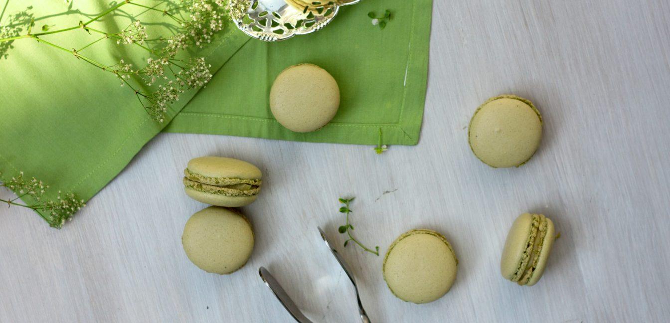 Versüß' dir den Montag: mit Rhabarber-Macarons