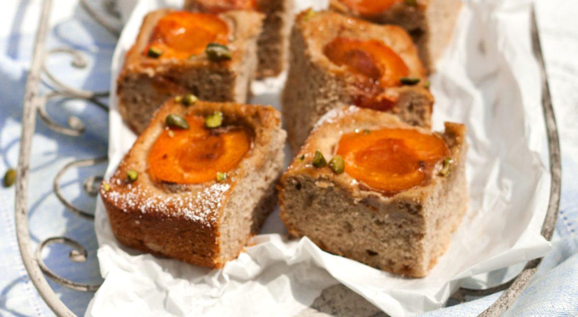Versüß' dir den Montag: mit Aprikosen-Buchweizenkuchen