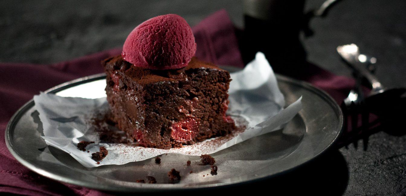 Vegane glutenfreie Chili-Kirsch-Brownies