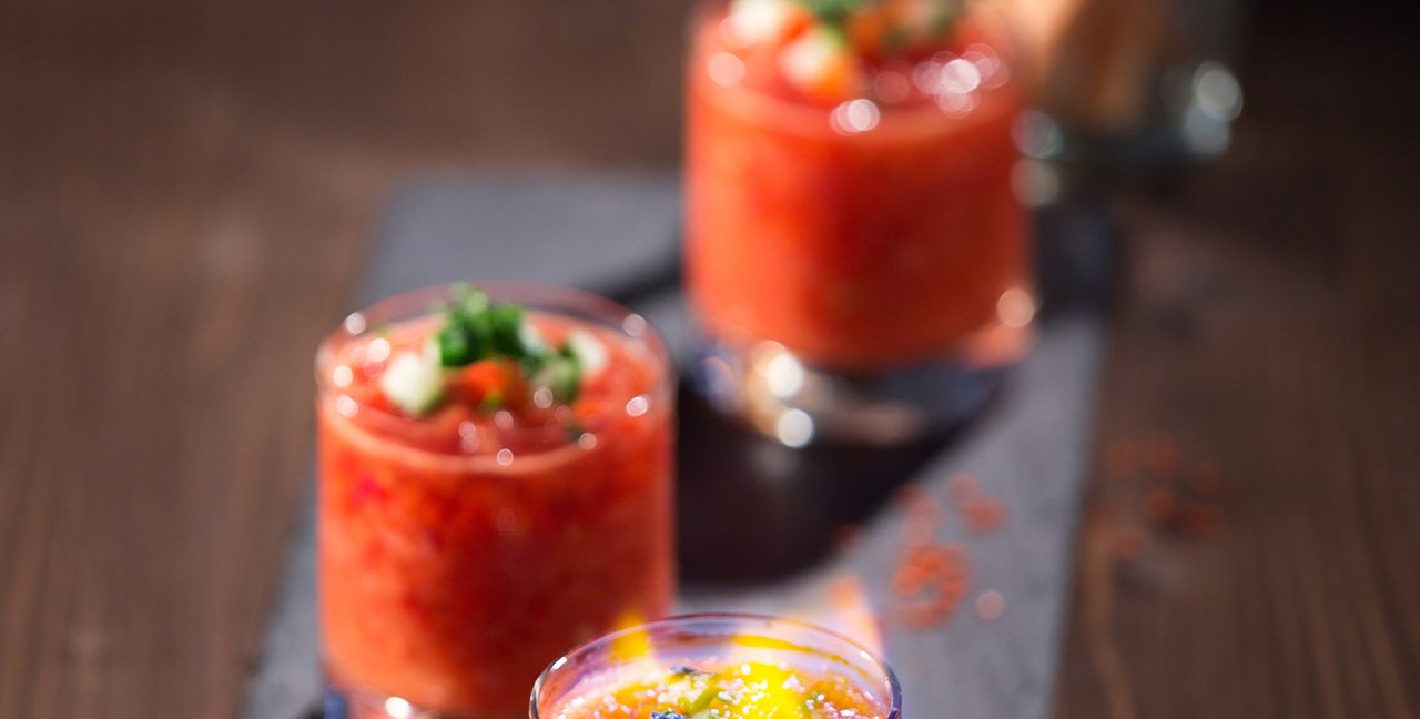 Food on Fire: Gazpacho-Shots mit Gin