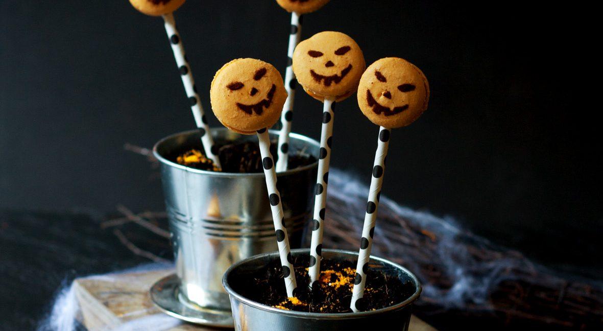 Kürbis-Macarons und Tipps zu Halloween.