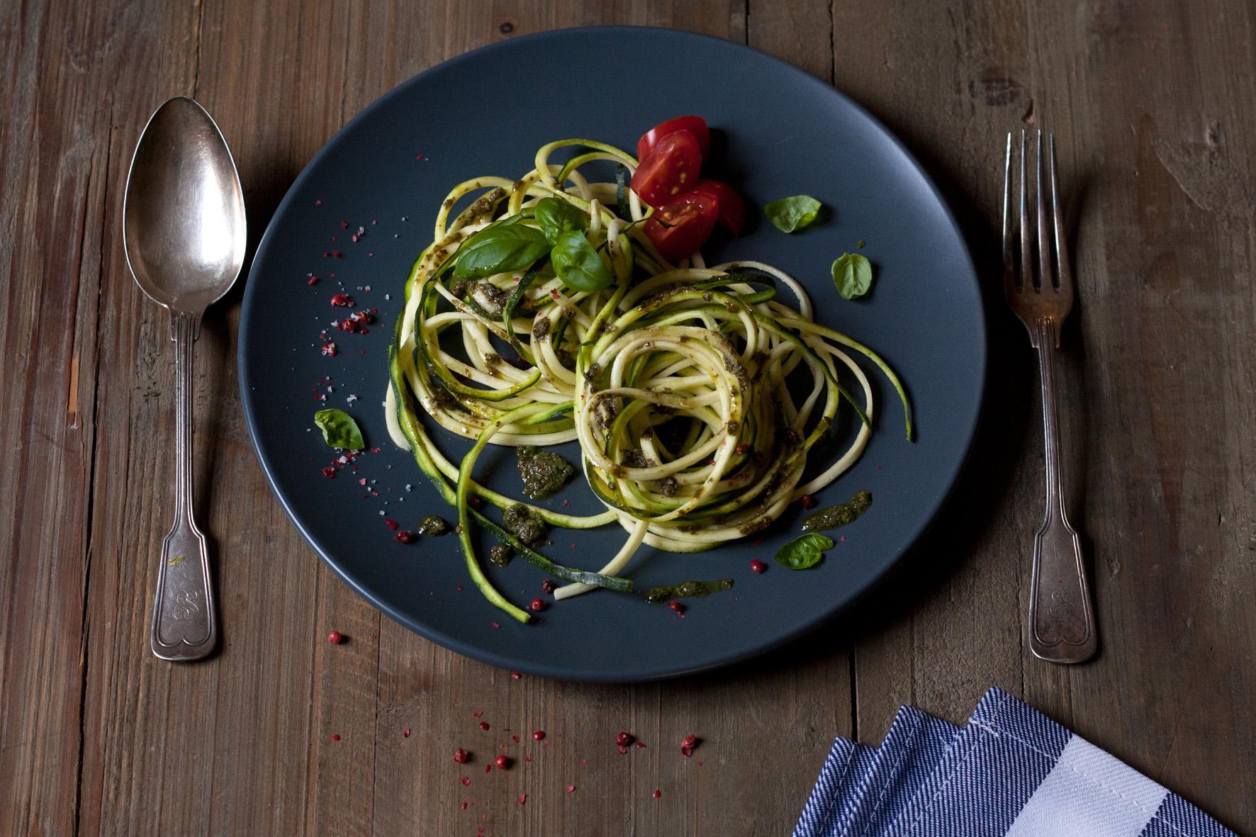 zucchini-spaghetti-salbeipesto-1