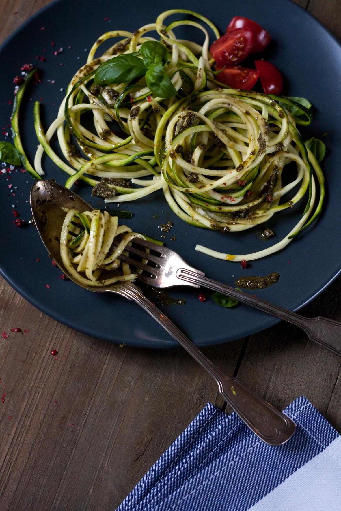 zucchini-spaghetti-salbeipesto-2