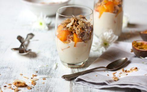 Winterliches Joghurt-Parfait mit Ruck-Zuck-Müsli