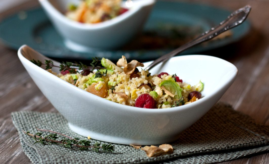 Hirse Haselnuss Topinambur Salat Schüssel