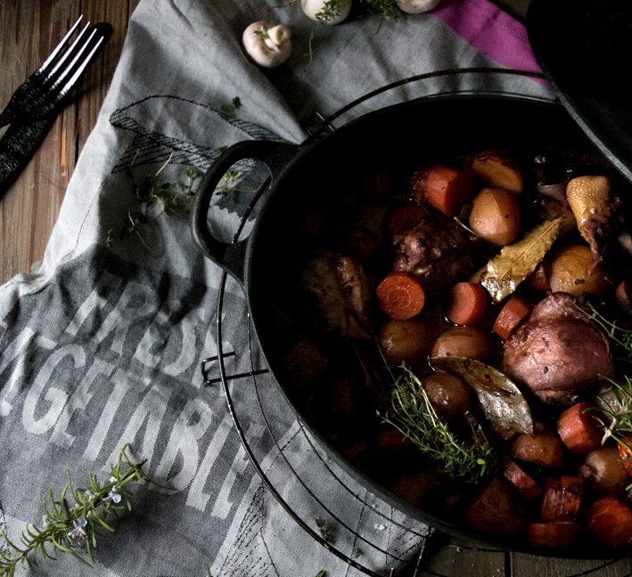 Französische Landküche: Coq au Vin.