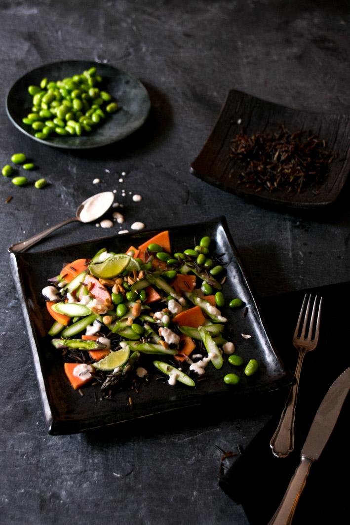 grüner spargelsalat mit erdnussdressing