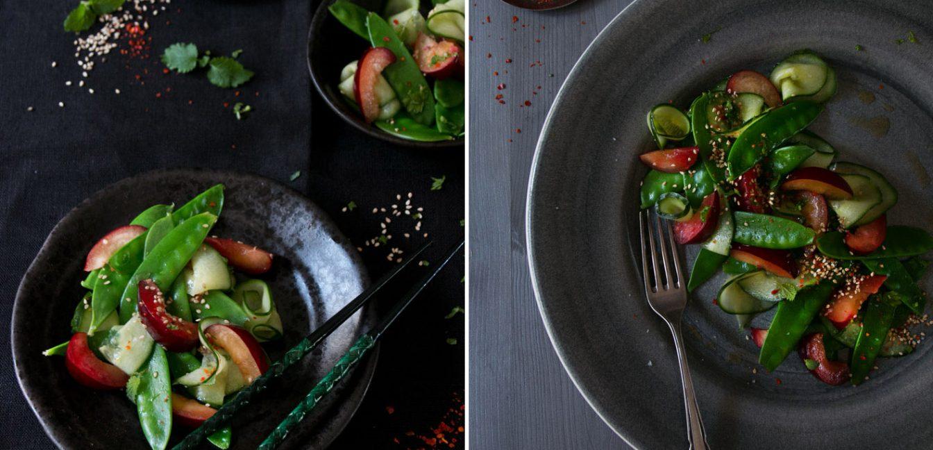 Asiatischer Zuckerschotensalat mit Sesam und Pflaumen.
