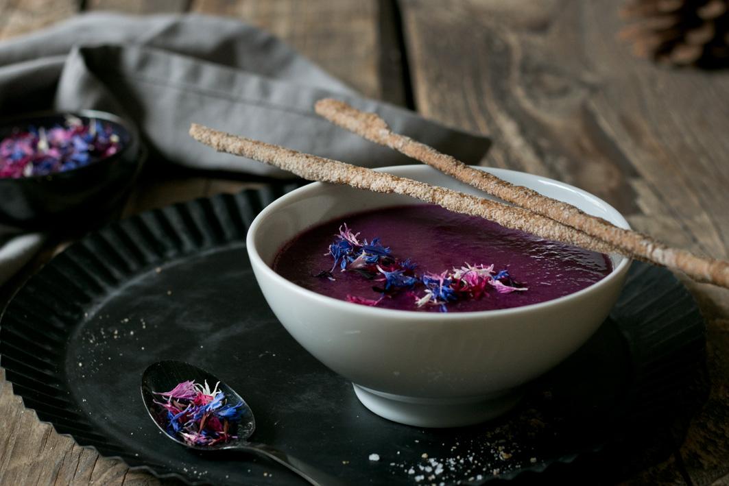 rotkohlsuppe mit buchweizengrissini