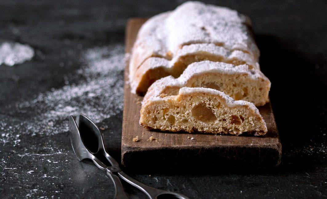Glutenfreier Stollen – mit Marzipan, ohne Rosinen.