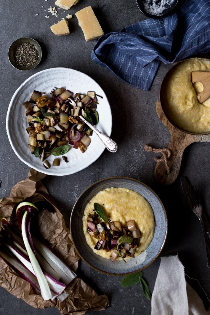 cremige polenta mit Salbei und radicchio