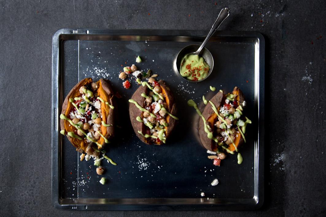 gefuellte suesskartoffeln mit blumenkohlcouscous