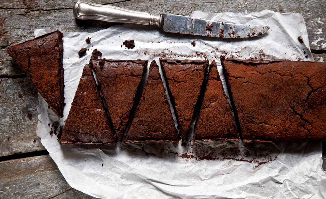 Schokoladige gesunde Brownies mit verrückten Zutaten.