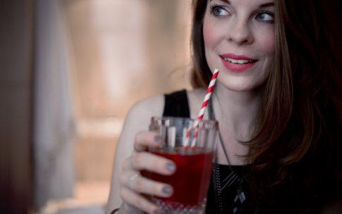 Raspberry Pepper Smash – ein Cocktail für einen Mädelsabend.