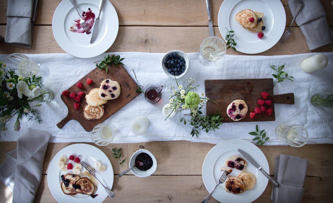 Fluffige Ricotta-Pancakes mit Blaubeeren.