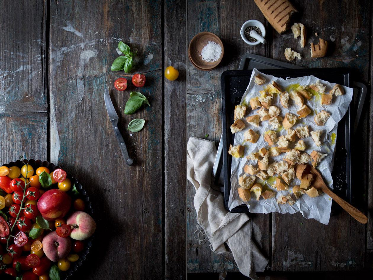 brotsalat mit geröstetem ciabatta und tomaten