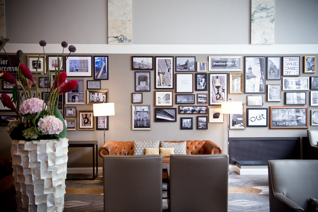 lobby im hotel reichshof curio collection by hilton