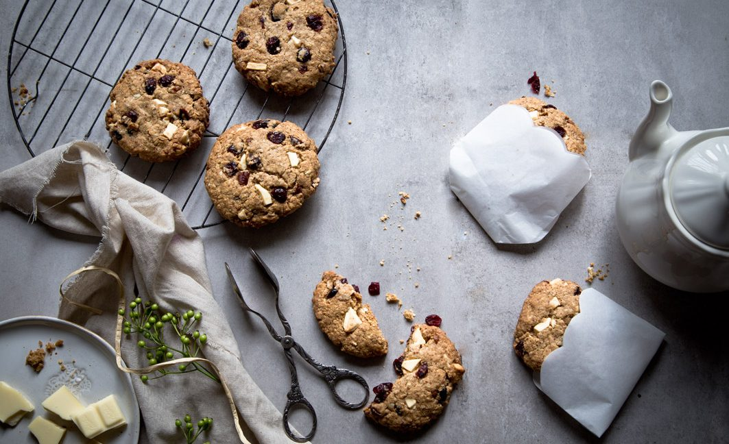 White Chocolate Hafer-Cookies mit Cranberries.